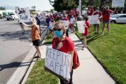 美国教师反对疫情下仓促开学:不想成为被牺牲的羔羊